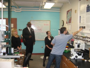 Heather Lilley, Robert Magee and Allison Mills meet with Michigan Tech prof Jeremy Goldman in his  bioengineering lab.